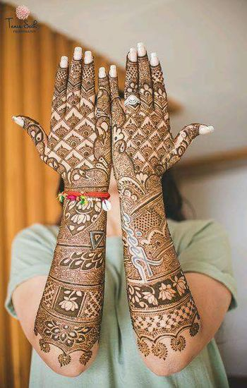 Bridal mehendi ideas with lotus pattern