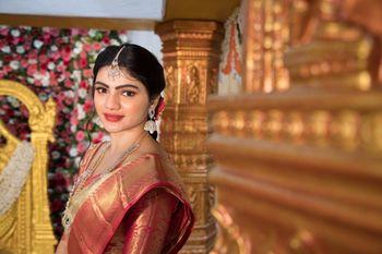A minimal yet stunning bridal portrait!