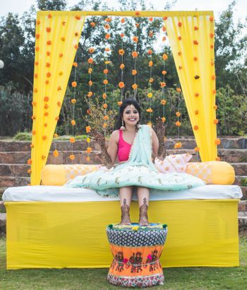 Minimal bridal seating idea on mehendi