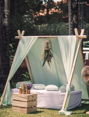 Outdoor brunch seating ideas with tent type decor