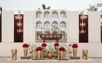A modern stage decor with beautiful gold accents!
