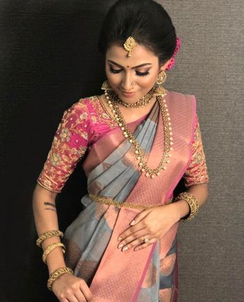A south Indian bride in a contrasting blouse and saree