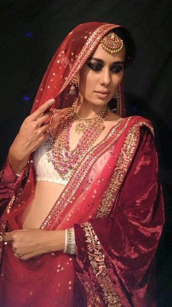 Photo of Bride in red and white lehenga with matching jewellery