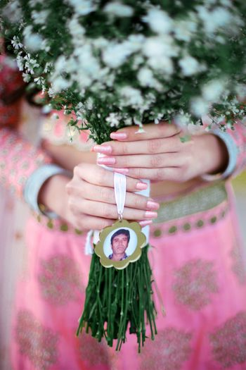 Remembering deceased loved ones with photo in bridal bouquet