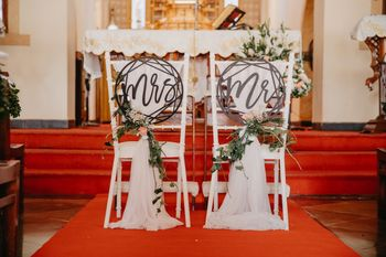 simple bride and groom chair decor ideas