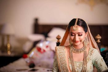 Brown bridal makeup with pastel lehenga