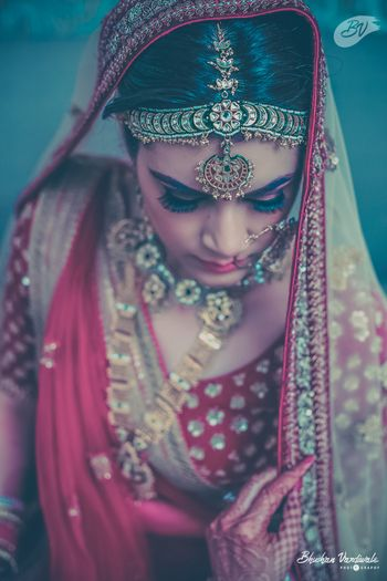 Bride in Red with Polki Jewellery and Unique Mathapatti