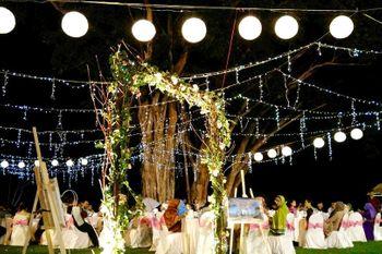 destination wedding fairy lit decor