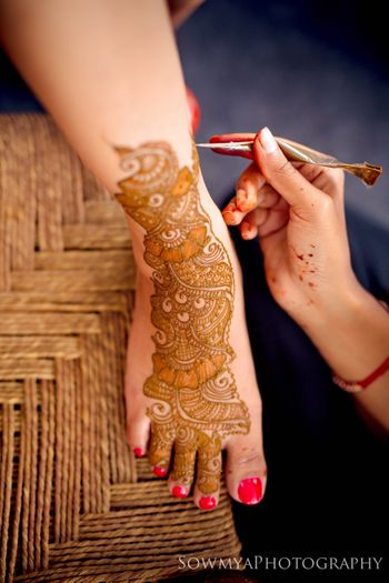 Bridal feet mehendi design with space on the side