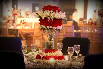 Red and white theme table decor for Cocktail/ Sangeet