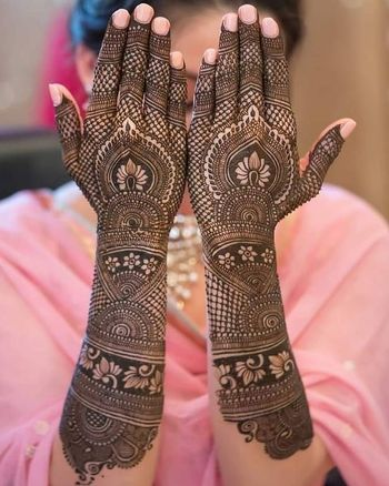Intricate traditional back hand mehndi design.