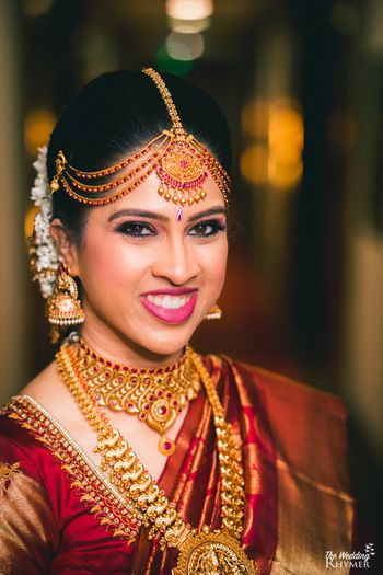 South Indian bride in temple jewellery and mathapatti