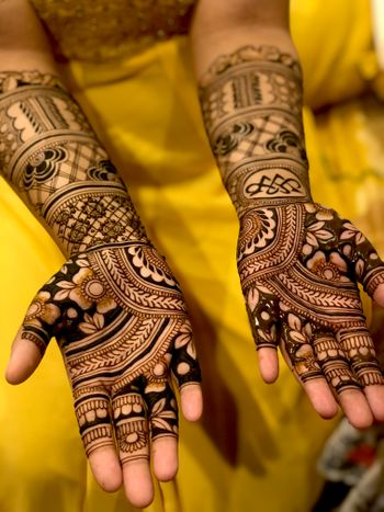 Shot of a simple bridal mehndi design