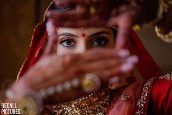 Photo of bridal pose idea for a close up shot