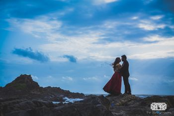 Pretty pre wedding shoot in the hills during sunset