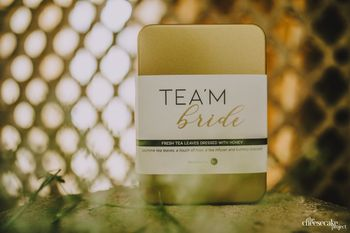 Tea leaves as favour for bridesmaids