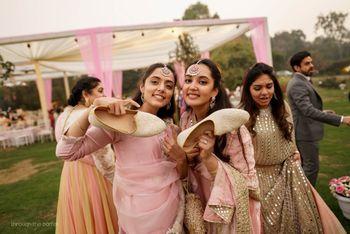 Photo of Joota churai photo with bridesmaids
