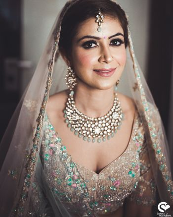 Pastel jewellery and lehenga for bride with smokey eyes