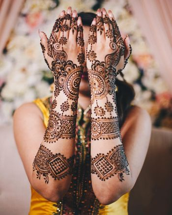bridal mehendi design with spaces and borders