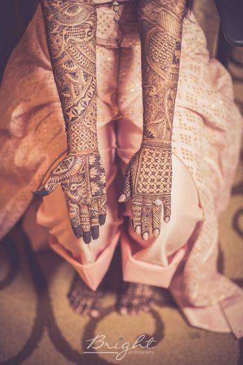 Modern bridal mehendi with square designs
