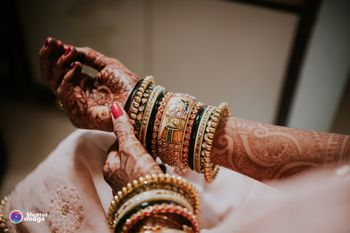 A shot of a bride's hands with bangles!