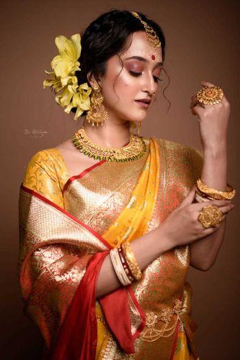 Intimate wedding makeup ideas for Bengali bride