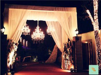 outdoor farmhouse entrance decor with chandelier