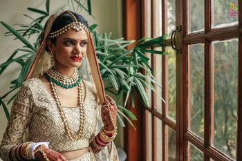 Offbeat bride in off white and gold lehenga