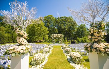 Beautiful floral decor in white for an outdoor wedding