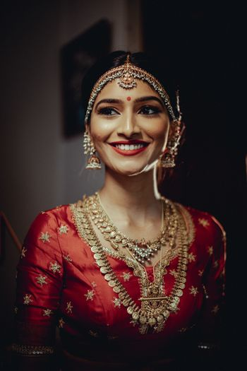 Photo of A bride flaunting her bridal gold jewellery