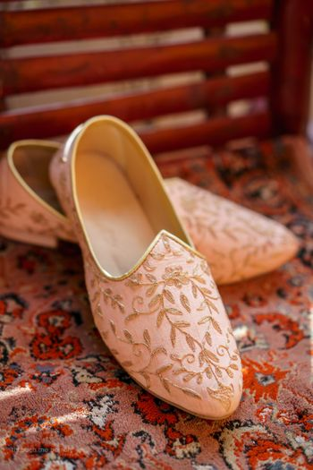 Blush pink juttis for groom with gold embroidery