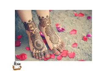 Buti mehendi on feet for bride