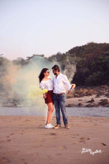 Pre wedding shoot using handheld smoke bombs