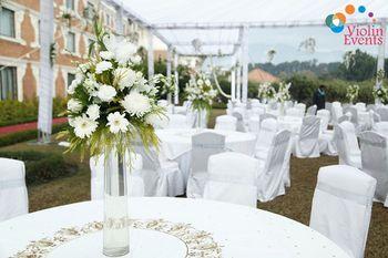 White theme table setting decor