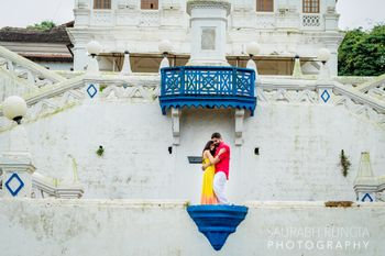 Destination pre wedding shoot in fort