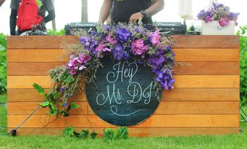 Photo of Cute decor idea for DJ station with flowers
