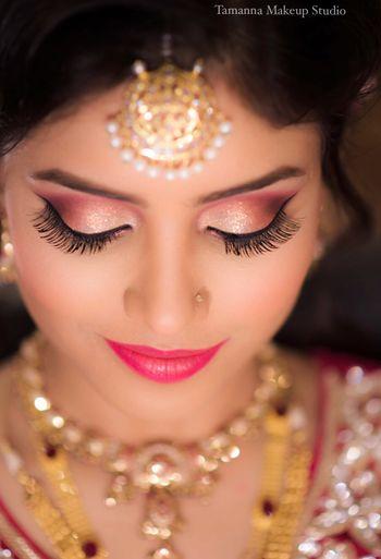 Light pink and gold makeup look