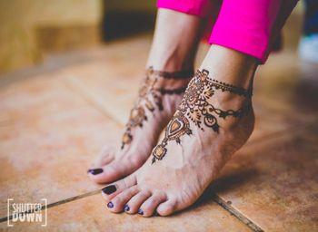 minimal feet mehendi design