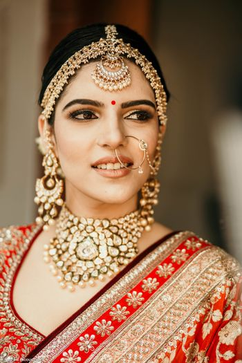 sikh bride with gold eye makeup and statement jewellery