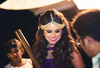 Photo of Modern mathapatti with open hair on mehendi