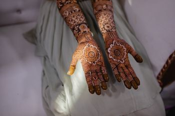 Traditional mehndi design for brides-to-be