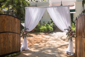 Entrance decor idea with floral curtain tiebacks
