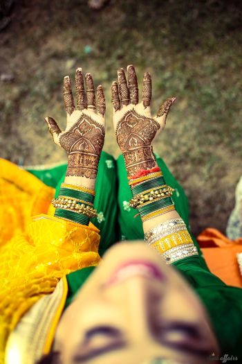 Minimal bridal mehendi with gaps