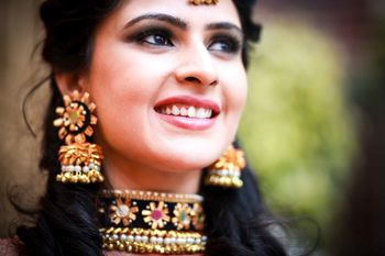 Bridal jewellery with choker and chunky earrings