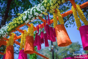 Mehendi decor ideas with paper cups and florals