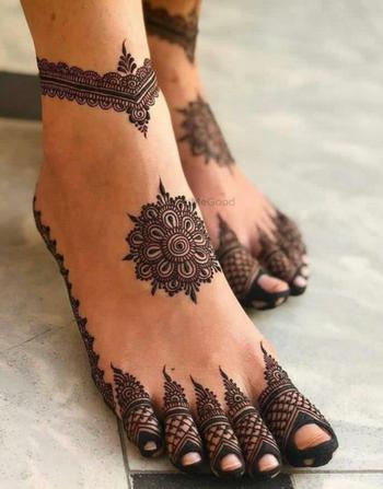 Unique feet mehendi designs