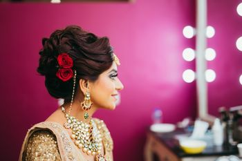 Photo of Bridal hairdo with roses