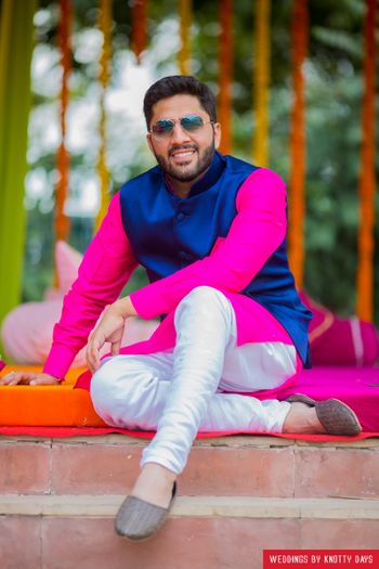 Offbeat groom colour blocking for mehendi