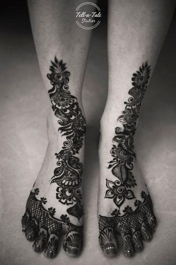 Floral mehendi on feet
