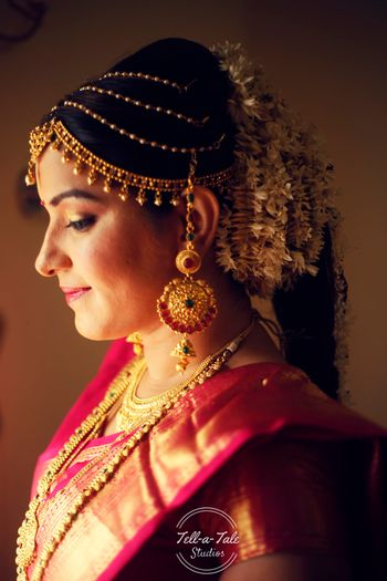 South Indian bride with multi strand bridal mathapatti